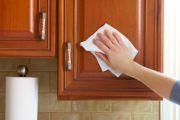 Kαθαρίστε εξωτερικά τα ντουλαπια της κουζίνας